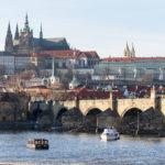 Die Prager Burg und die Karlsbrücke im Februar 2019.