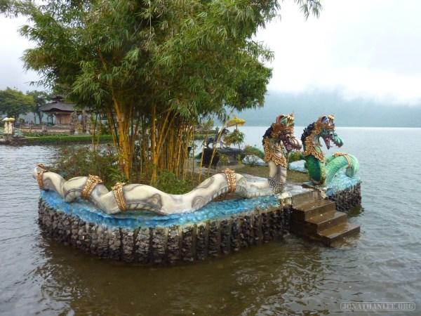 Bali travel - Bedugul water temple 1