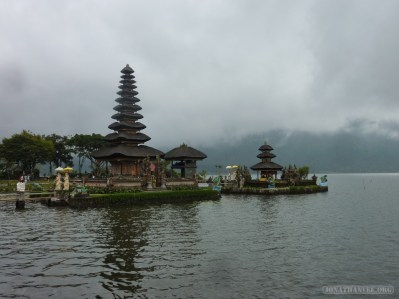 Bali travel - Bedugul water temple 2
