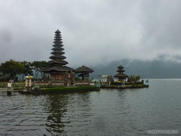 Bali travel - Bedugul water temple 2