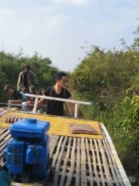 Battambang - bamboo railway lifting train 2