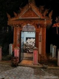 Battambang - killing cave skulls