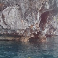 El Nido - kayaking cliff 1