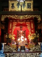 Hanoi - Temple of Literature alter 2