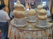 Inle Lake - Phaung Daw Oo golden lumps 3