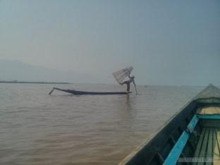 Inle Lake - boat tour fisherman 1