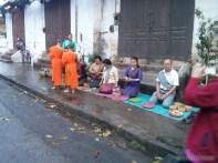 Luang Prabang - alms ceremony 7