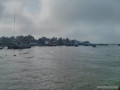 Mekong boat tour - riverside town 5