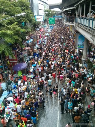 Songkran in Bangkok - Silom from above 20