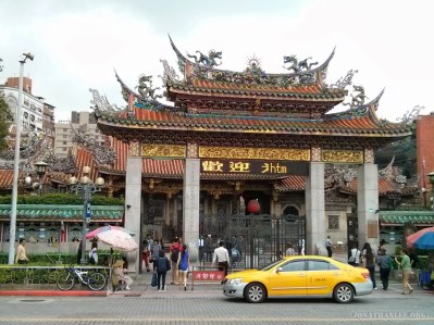 Taipei - Longshan temple 1
