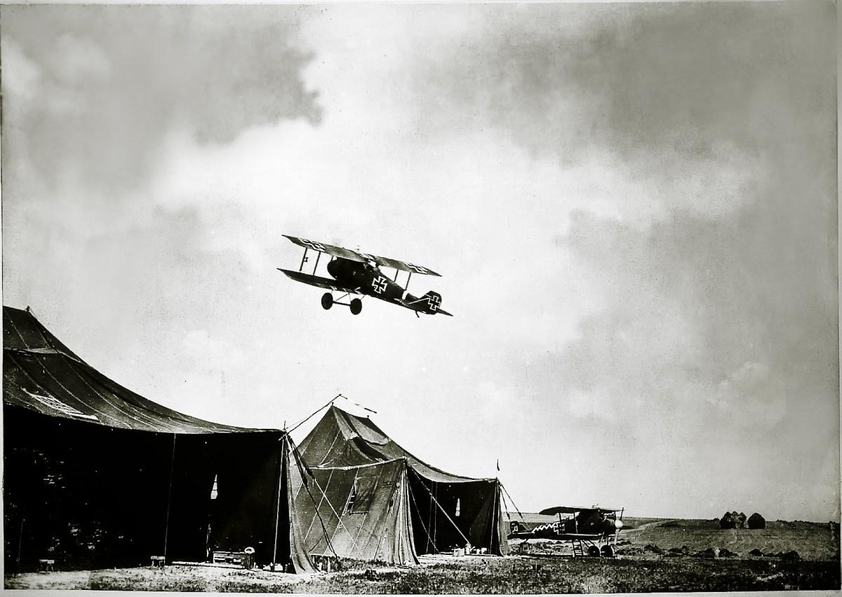 Aufstieg eines Jagdflugzeuges