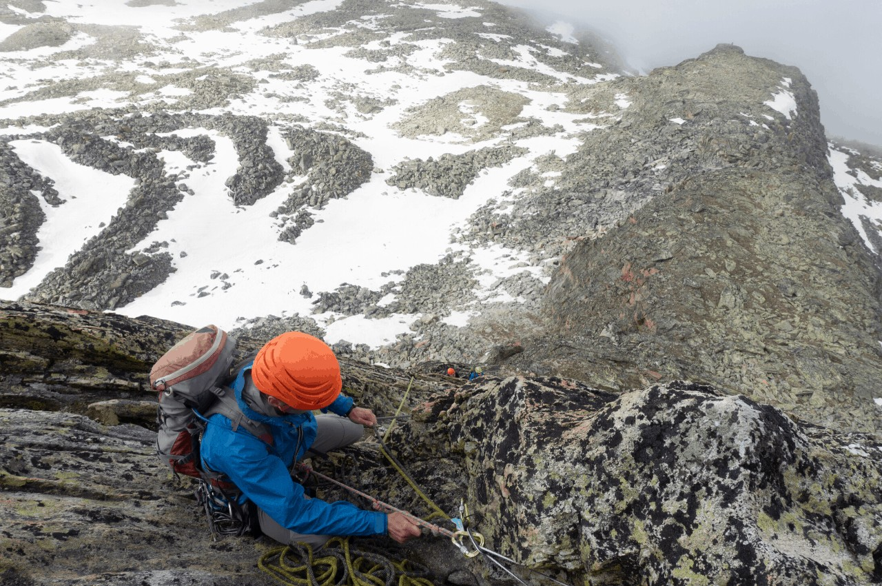 Klettern Ausrüstung Titelbild - Back to the Basics – Klettern