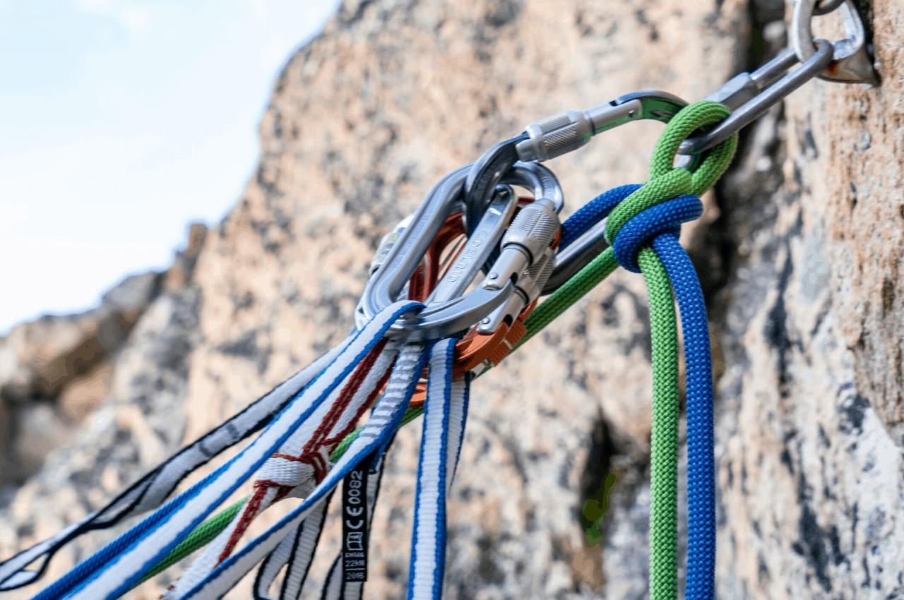 Klettersteig Ausrüstung Titelbild - Erfahrungsbericht Felsklettern