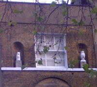 A house near Elephant & Castle with an owl & a pussycat