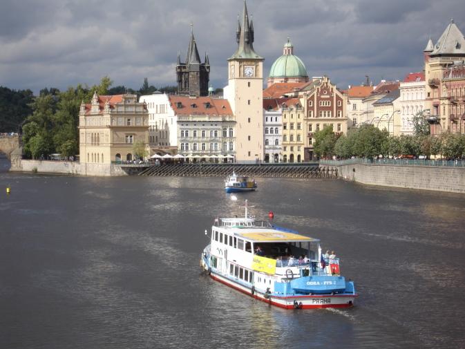boats_on_vltava