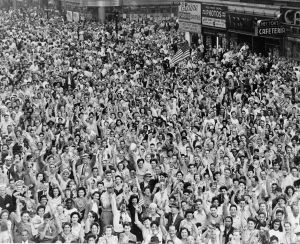 crowd vj day