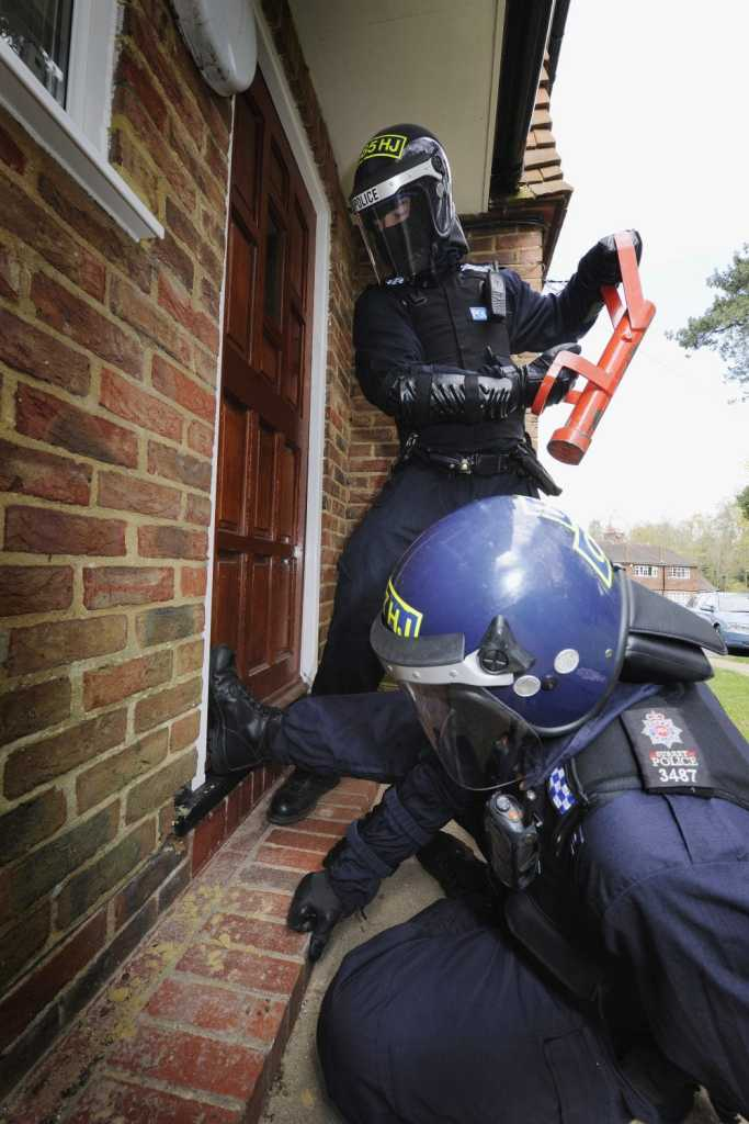 Surrey Police Forced Entry on a domestic house