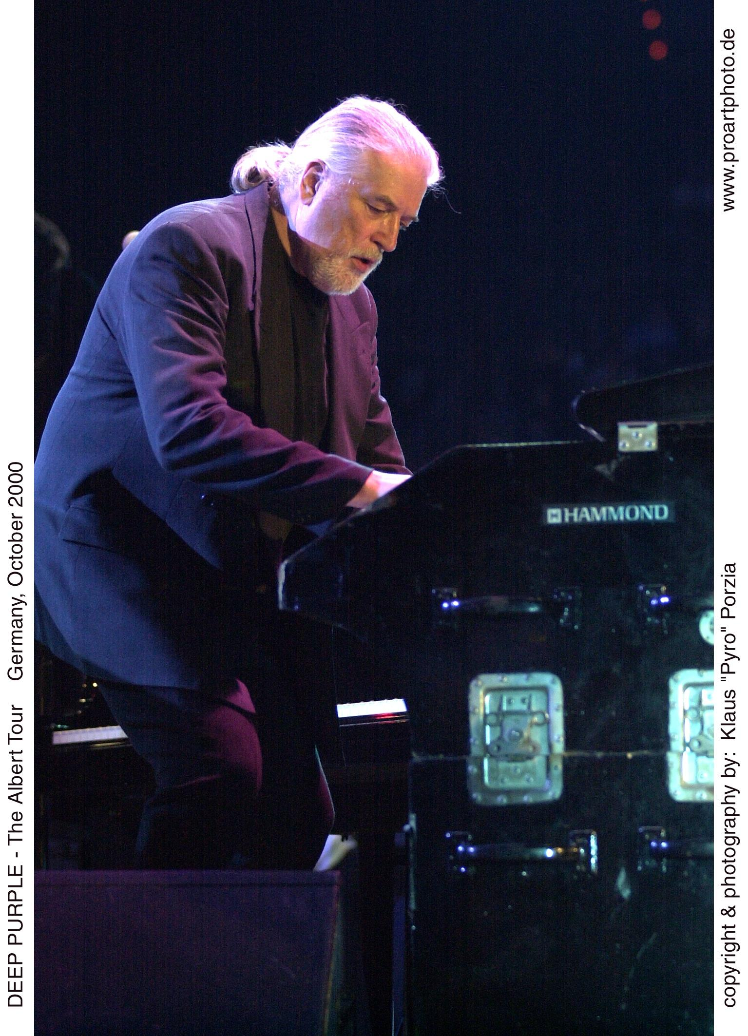 Jon-Lord-at-the-Hammond