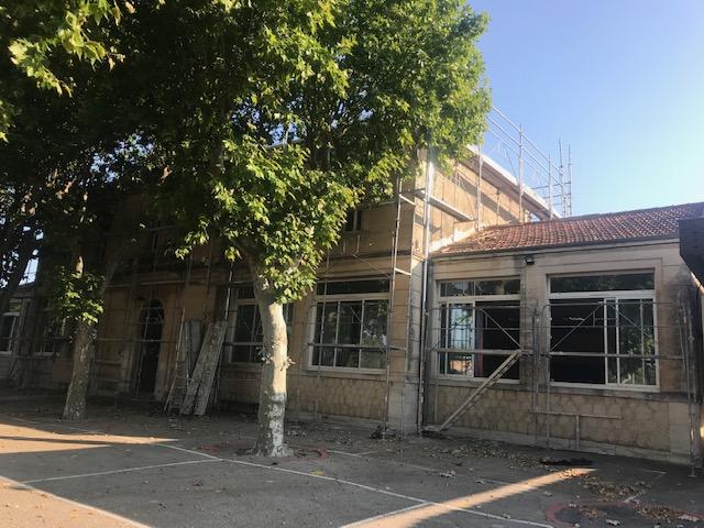 Réfection en cours de la toiture de l'école Le Mistral