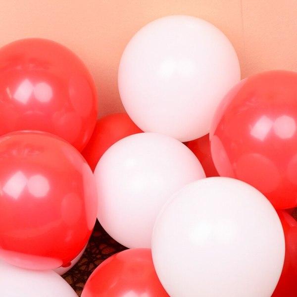 hvite og røde latex heliumballonger