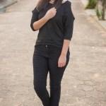 Look da Joo: Blusinha com Ombro Vazado + Tênis Branco (de novo)