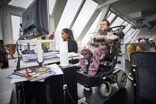 Nederland, Rotterdam, 22/01/2019 Joost Nauta is al sinds zijn geboorte verlamd. Hij is inmiddels 48 en runt een zorgbedrijf vanuit zijn rolstoel. Vrijdag is er een documentaire over hem te zien op het IFFR. foto: Joost met assistent Seble. foto: Jan de Groen