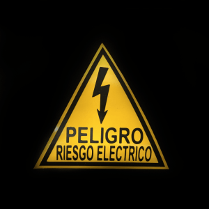 Calcomanía Peligro Riesgo Eléctrico Bogota