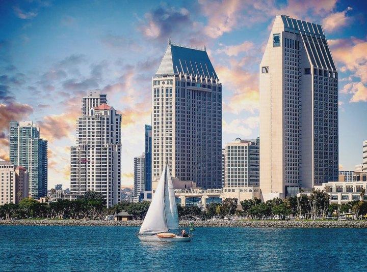 Manchester-Grand-Hyatt-San-Diego-Hotel-Environmental-Graphic-Design