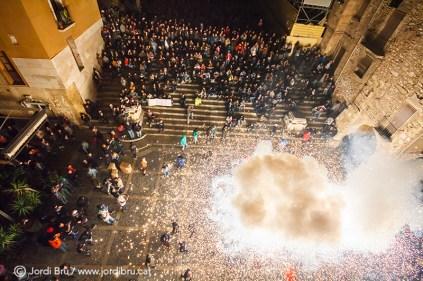 El Ball Diables de Tarragona arribant a la plaça de les Cols