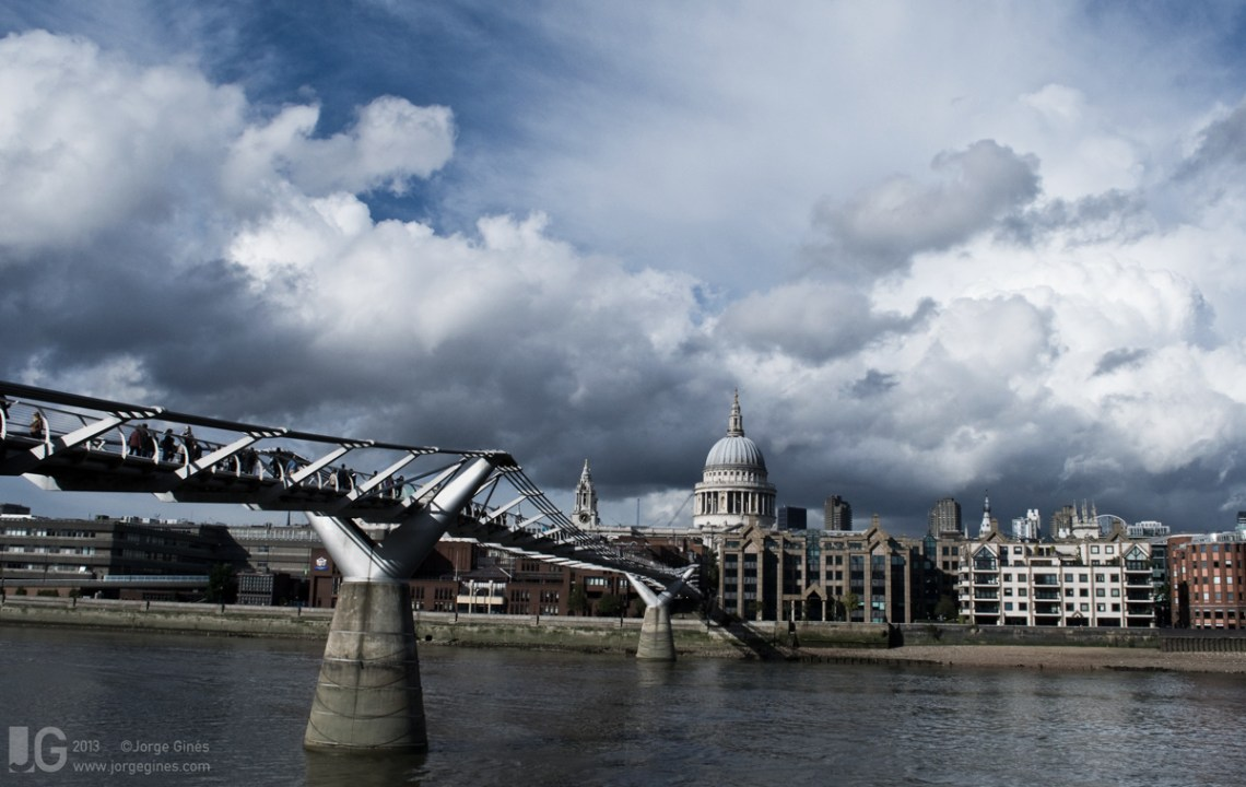 London_Millennium_Bridge.jpg