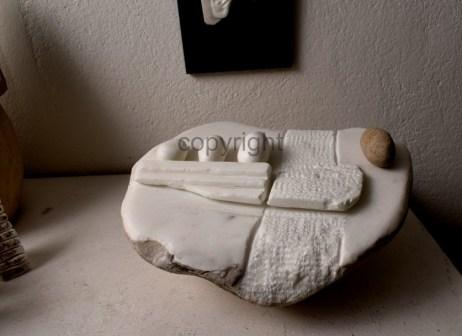 """""""Sozialer Eiertanz"""", Marmor, Sandstein"""