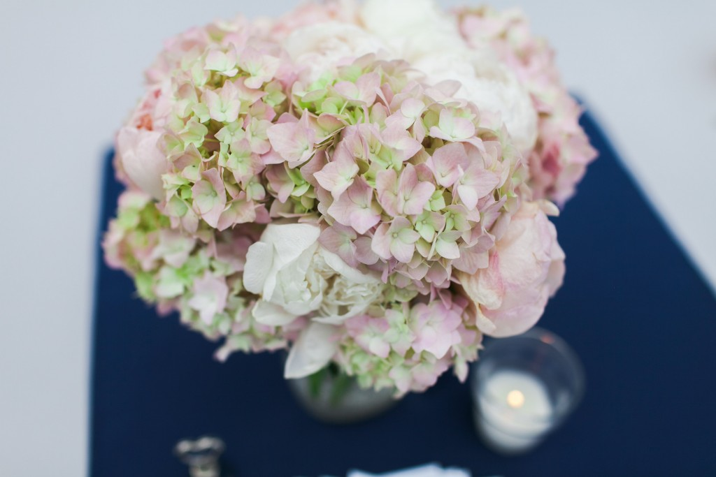 centerpiece - classic pink and navy outdoor wedding - hydrangeas and garden roses - Jessica Ormond Events - Hurtienne Photography