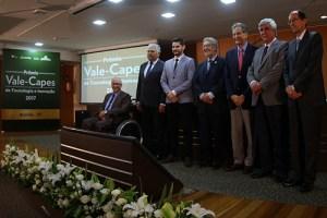 Pesquisador da USP recebe prêmio da Capes na área de inovação