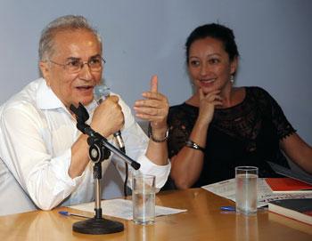 Plinio Martins e Marisa Midori - Foto: Marcos Santos / USP Imagens