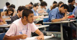 Alunos de graduação podem se inscrever para bolsas e auxílios