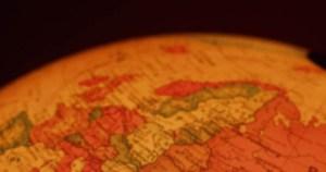 Colunista destaca eleições no mundo globalizado e corrupção pelo mundo
