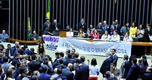 Cotas partidárias não garantem participação feminina na política