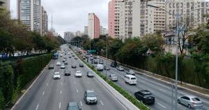 Níveis de poluentes atmosféricos caem nas metrópoles com políticas de mobilidade urbana