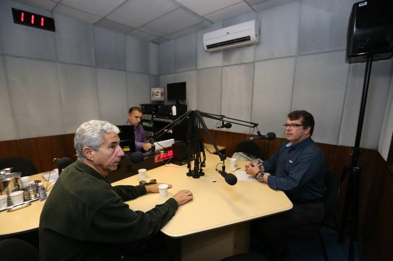 """Programa Rádio Usp """"Dialogos na Usp, os temas da atualidade"""" com o professor José Eli da Veiga, apresentação Marcello Rollemberg. Foto: Cecília Bastos/Usp Imagens."""