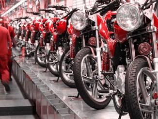 duas-motocicletas-fabricadas-motos-motociclista-montadoras