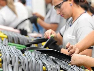 Cooper Standard-mulheres-produção-pessoas-trabalhando