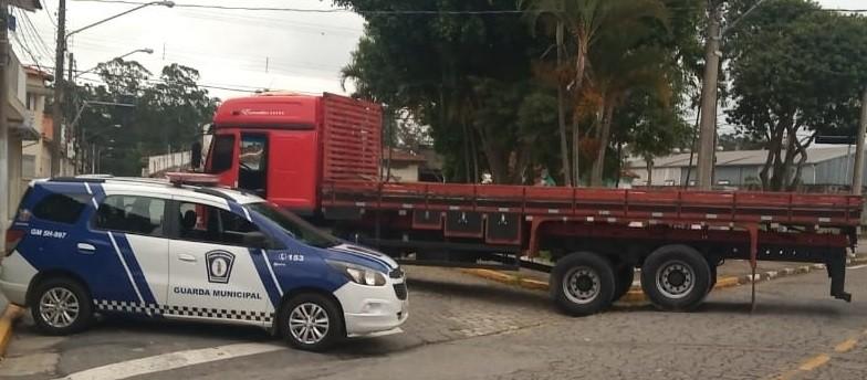 Polícia Militar resgata caminhoneiro sequestrado em Mogi das Cruzes - SP