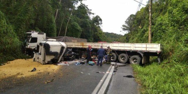 Cabine de caminhão é arrancada em acidente na Serra da Vila Itoupava (SC-108)