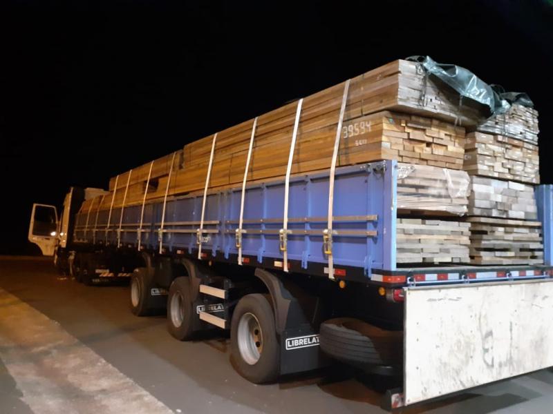 Empresa é multada em R$18 mil por excesso 17,40m³ de madeira