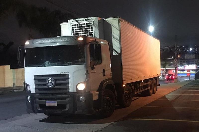 Polícia encontra 133 tijolos de maconha dentro de carnes suínas em caminhão