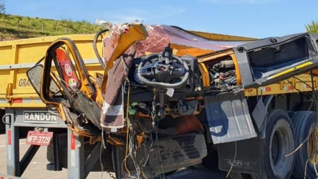 Caminhoneiro de 43 anos perde a vida após colidir na traseira de outro caminhão na SP-308