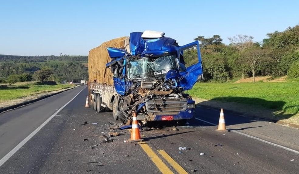 Motorista é preso após furtar caminhão envolvido em acidente
