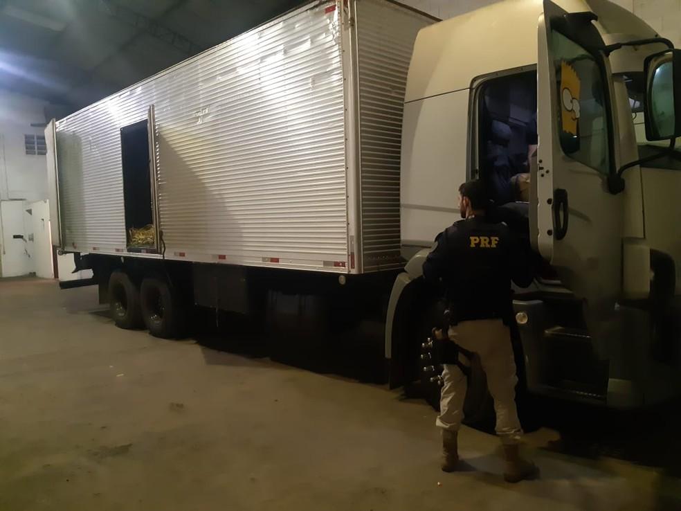Caminhão roubado sem seguro é recuperado pela PRF no mesmo dia