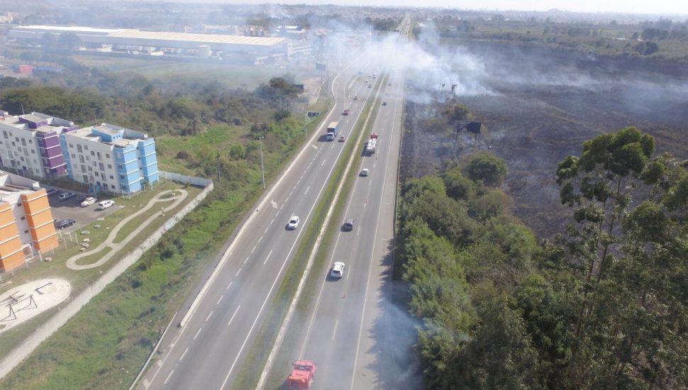 Fumaça que causou engavetamento na BR-277 era vista há dias por moradores