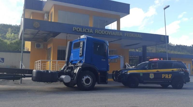 Sem saber, caminhoneiro compra caminhão adulterado por site e acaba detido pela PRF